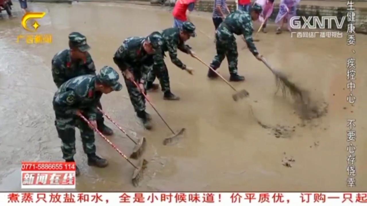 环江龙岩乡洪水已退,清淤和抢修工作正在进行,生活秩序逐渐恢复