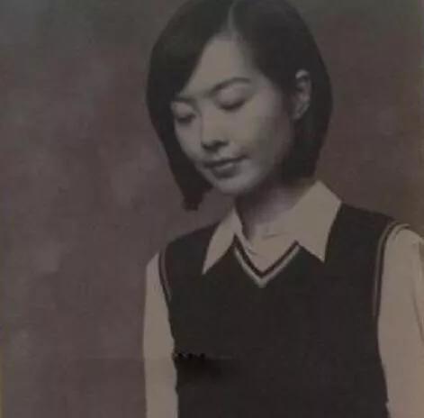 鲁豫才不傻!几句话就问出王健林一年赚一亿的目标,她当年真彪过