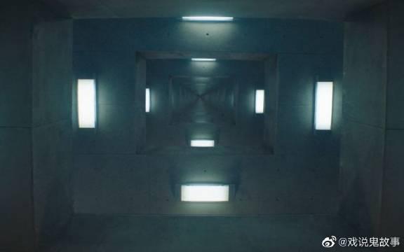 《饥饿站台》分层的监狱坑,越往下越恐怖……