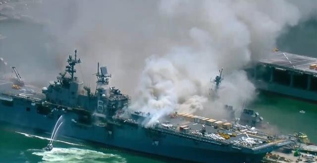 美军舰艇火灾频发!水兵为泄愤,点燃核潜艇,一把火烧掉7亿美元