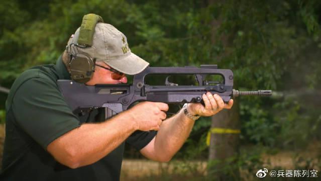FAMAS突击步枪射击速度相对较高,每分钟900发到1100发