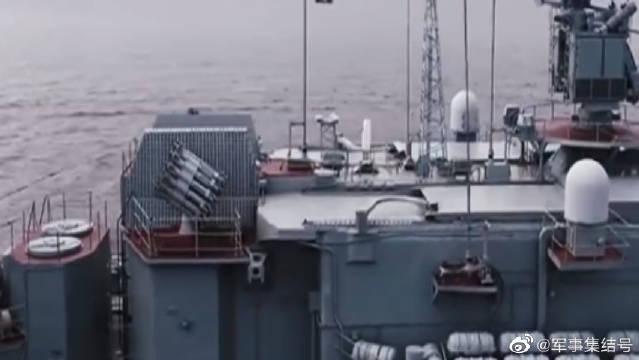 有气势!俄罗斯在圣彼得堡举行盛大的海军节阅兵式,非常壮观