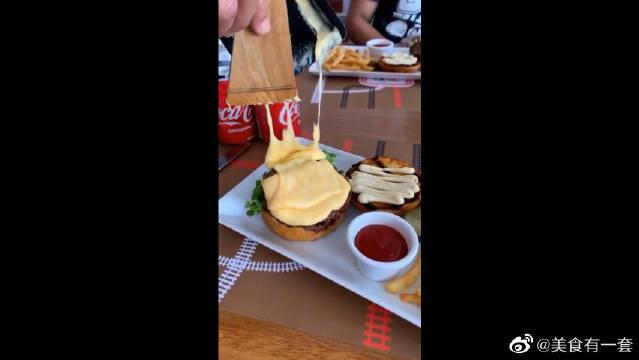 闺蜜说加了芝士的汉堡才好吃,为什么我觉得特别腻呢?