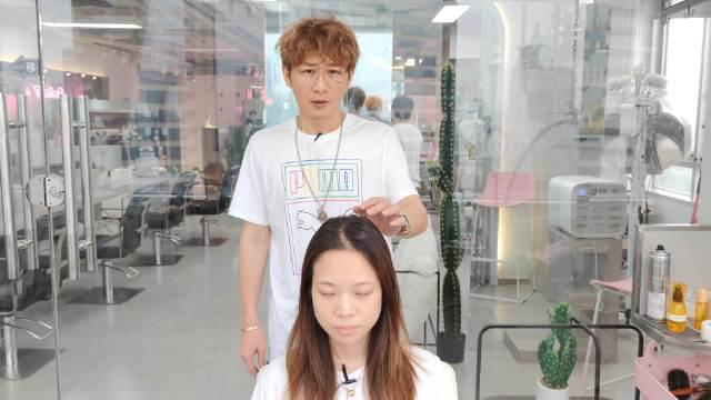 女生换一款发型后,变成了高中生的样子