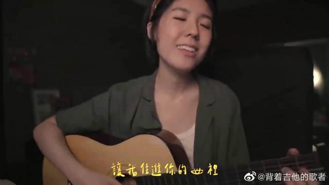 女文青吉他弹唱《眼睛里》,慵懒的嗓音更具魅力!