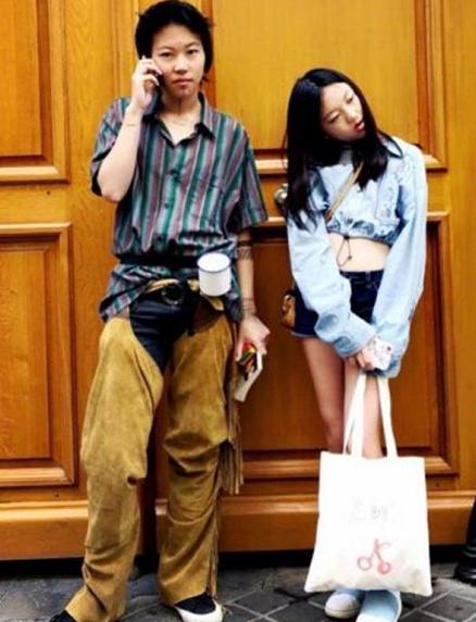 王菲不合传统的育儿方式:窦靖童纹身布满全身,李嫣成为时尚一姐
