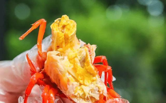 小龙虾头里黄黄的东西要怎么吃?很多人不懂,大厨教你专业吃法