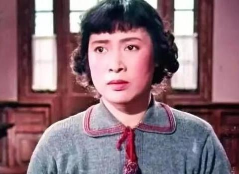 98岁国家一级演员秦怡,儿子打骂,女儿不来往,身患绝症病房领奖