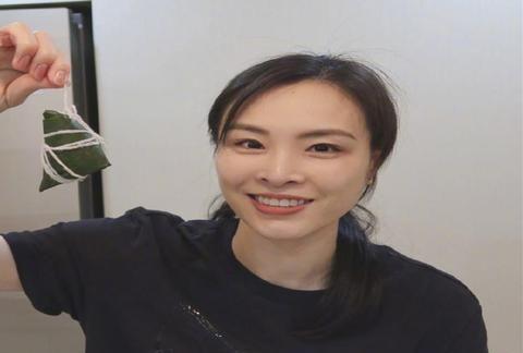 跳水皇后吴敏霞退役后结婚生子,一家三口幸福美满,颜值逆天