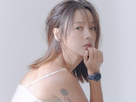 性感女王李孝利,41岁蜂腰翘臀魅力不减,不愧是南韩顶流