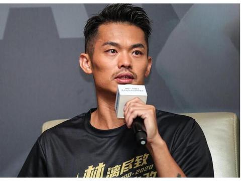 国羽三大奥运冠军相聚!蔡赟搂肩李雪芮,遭调侃:为什么不搂丹哥