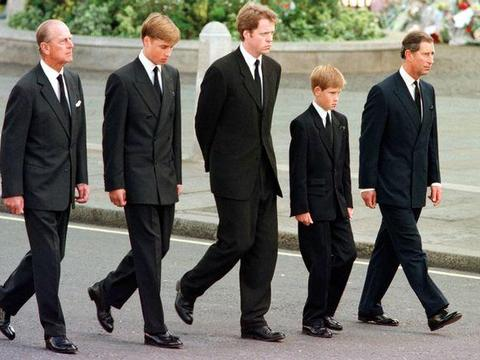威廉王子和凯特王妃也有择校烦恼,乔治小王子要不要寄宿,还没定