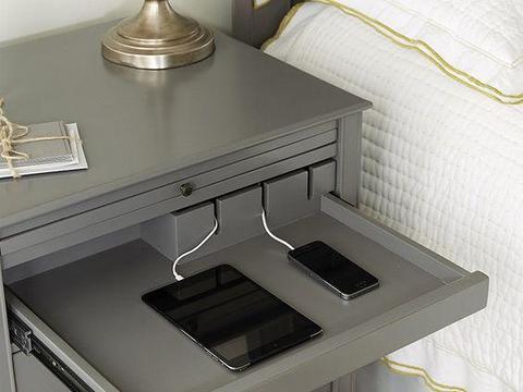 等我家再装修,就不买床头柜,衣柜代替,中间悬空置物,还省地