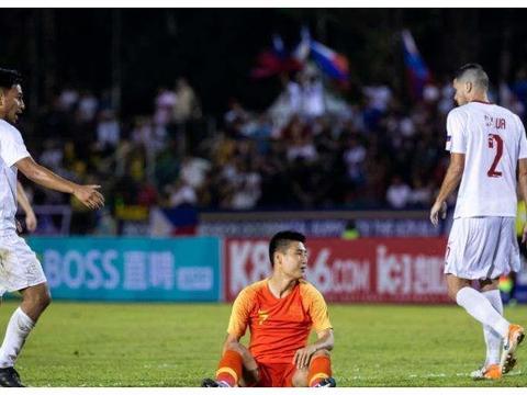 深夜11点!国足传喜讯:世预赛劲敌遭重创,中国晋级12强赛有戏了