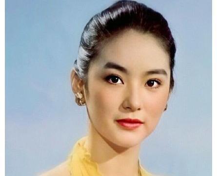 """林青霞完全自带高级感,年轻时被称为""""东南亚第一美女""""实至名归"""