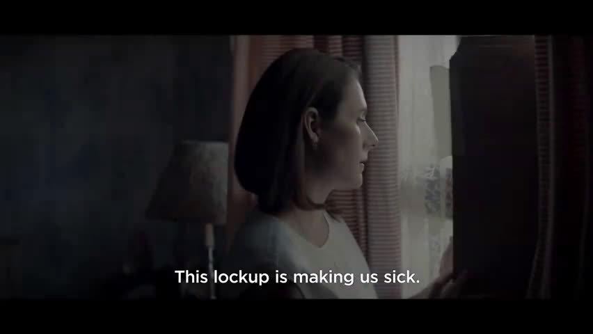 恐怖片 发布美版预告。空荡的住宅,幽暗的环境,哭泣的女声....