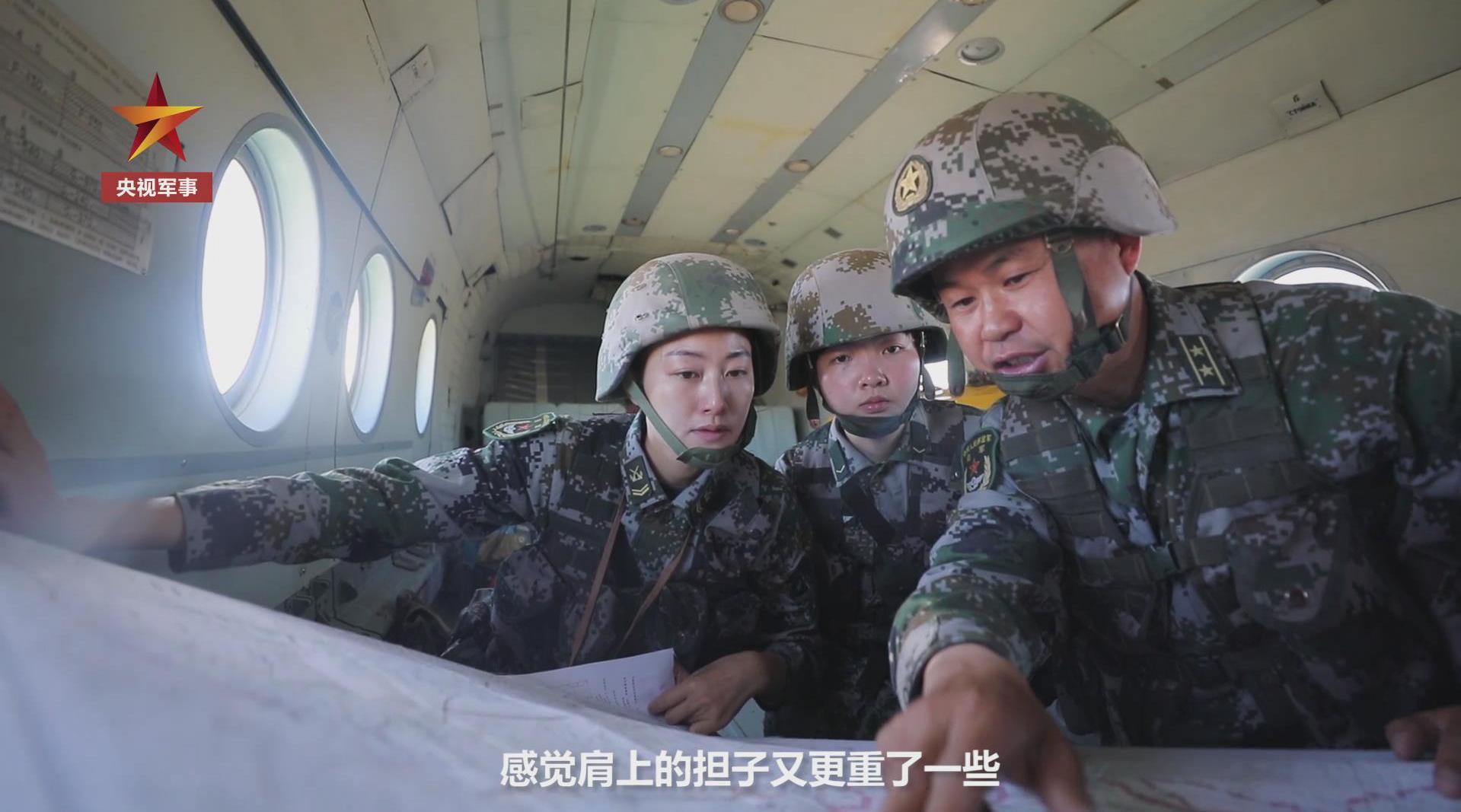 帕米尔高原戍边女兵首次空中巡逻