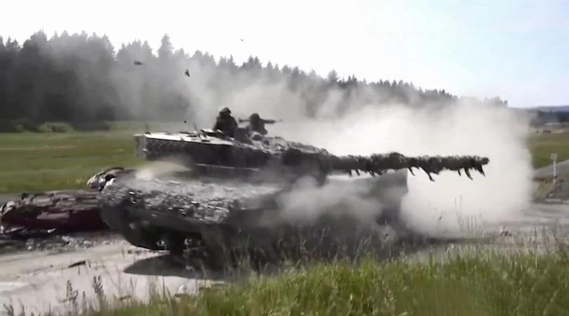 在强悍的德国豹-2主战坦克面前,德国的汽车真的可以只剩下渣!