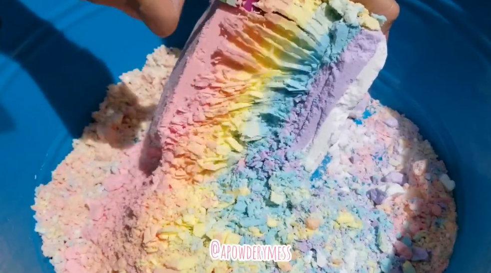 刮彩虹色苏打粉镁粉块解压