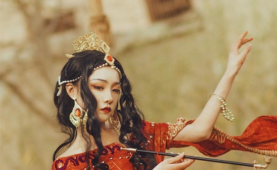 剑网三罗姆之舞cos,红衣美艳娇媚无骨,可以为你跳最后一支吗?
