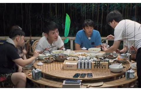 《向往4》黄磊做豆腐鱼,看到无滤镜食物后,网友:不会做别装