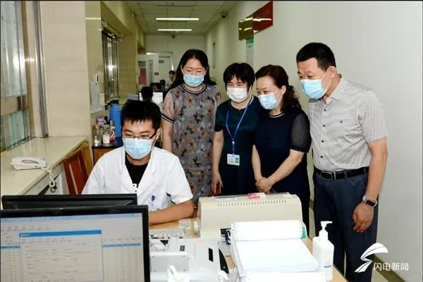 潍坊医学院附属医院开出潍坊市首张医疗电子票据