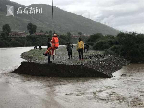 「摩天测速」3人摩天测速被困孤岛消防员成功营救图片