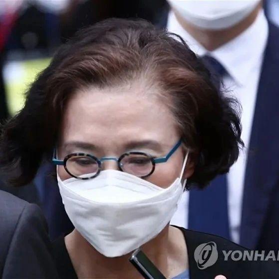 大韩航空掌门之母虐待9名员工:用脚踢、打耳光、扔剪刀!获刑