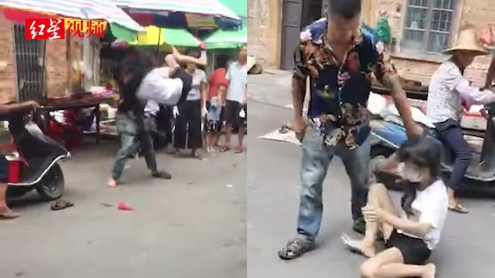 男子当街暴打妻子,警方:妻子离家出走多年 已送医无生命危险