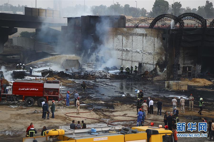 开罗原油管道破裂起火