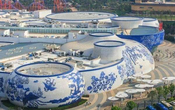 王健林耗资400亿,设计了青花瓷万达
