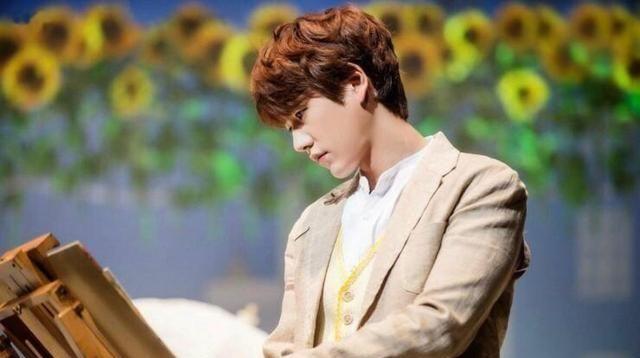 SJ圭贤烹饪节目现场翻滚,尝试做薄煎饼翻面失败,表情管理失控