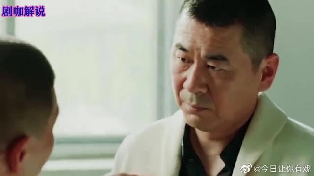 剧中陈建斌饰演的李洪海的感情总是一波三折……