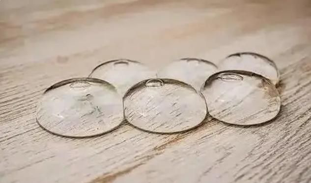 """大学生发明""""矿泉水球"""",30天获利上千万,仅一颗就很实用!"""