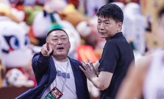 CBA最新排名!广东宏远击败广厦,豪取26连胜创纪录,首钢升第三