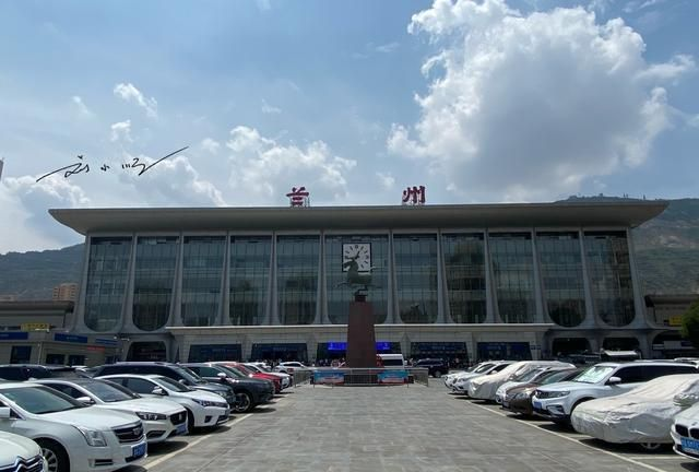 """中国""""最奇怪""""的火车站,站名上竟然有一个错别字,游客都看懵了"""