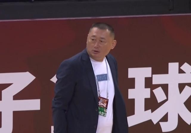 林书豪单节狂轰11分,却被1人抢戏:北京故人狂喷裁判遭驱逐