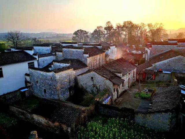 安徽一绝美的古村:曾是张艺谋电影的取景地,几乎全是明清古建筑