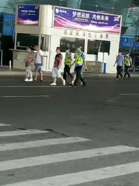 南宁市机场公安局出动上百警力,联合机场派出所……