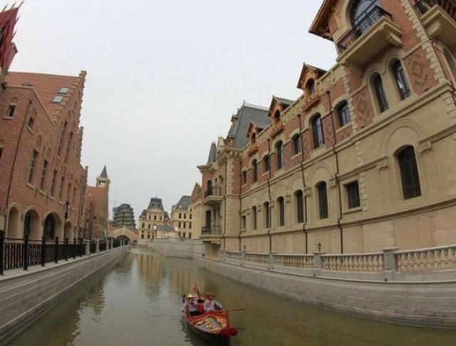 辽宁耗资50亿建成的景区,总面积达40万平方米,俗称山寨威尼斯