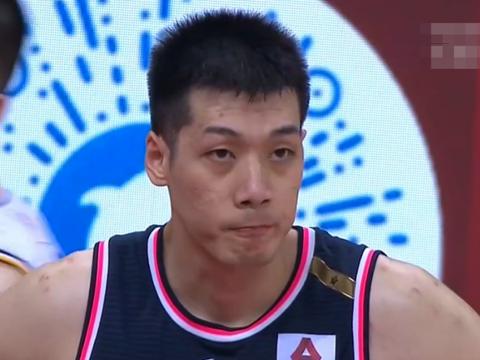 广东遭遇最强抵抗,首节只赢7分,李春江发怒质疑争议判罚