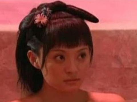 甄嬛传:甄嬛在汤泉宫沐浴时,雍正为何将手伸进水里,原因很尴尬