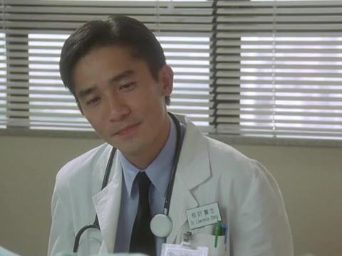程医生看到方医生女友苏醒,连忙告诉她好消息