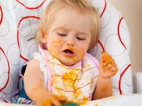 培养宝宝自主吃饭要抓住黄金期,若错过,将来上幼儿园麻烦多