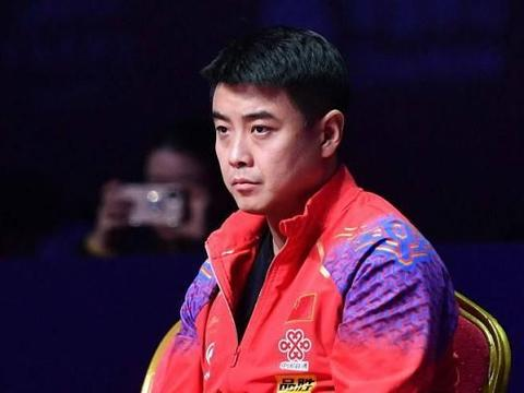 奥运会3连亚军,也是一种伟大!李宗伟和乒乓球王皓,谁更悲情?