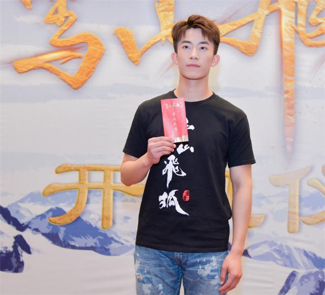 姜贞羽终于营业,新剧搭档高颜值男神,网友:熬夜也要追
