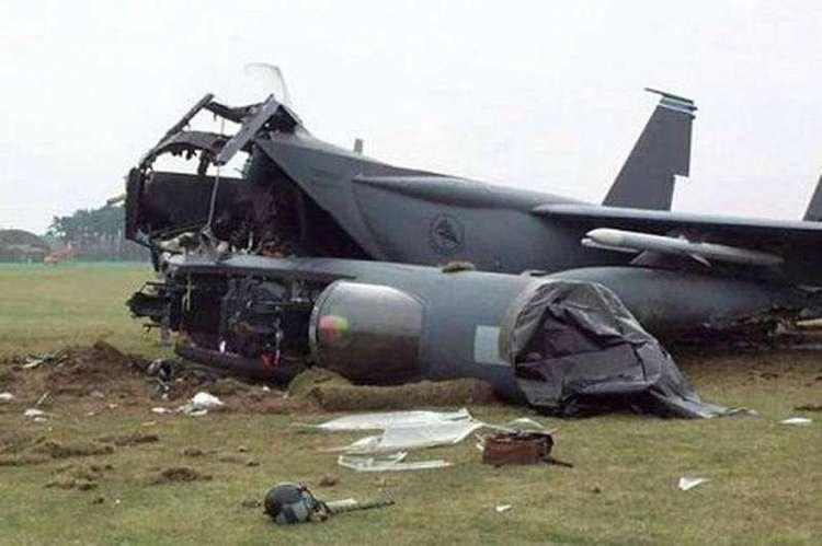 两周坠毁2架!美国空军频频坠机,海军4万吨航母也濒临报废