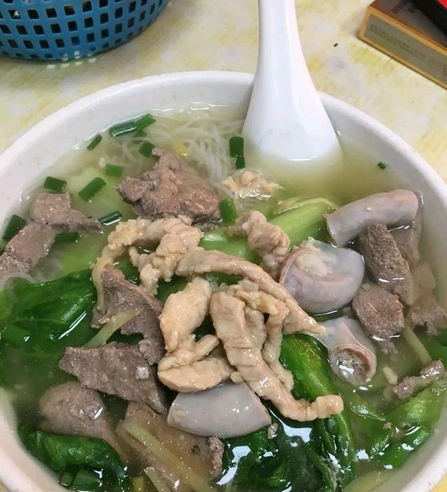 """珠海最火爆的""""猪杂粉"""",15元一碗,一天卖500碗,想吃得预约!"""