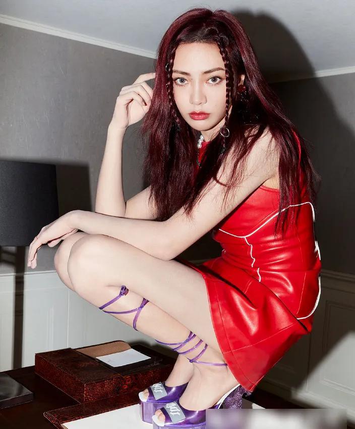 THE9最新杂志大片刘雨昕眼神让人沦陷,虞书欣许佳琪高端有品位