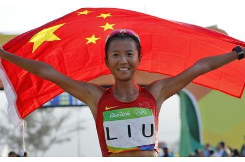 她是中国竞走大满贯,32岁带娃复出再破纪录,丈夫兼任其队医教练